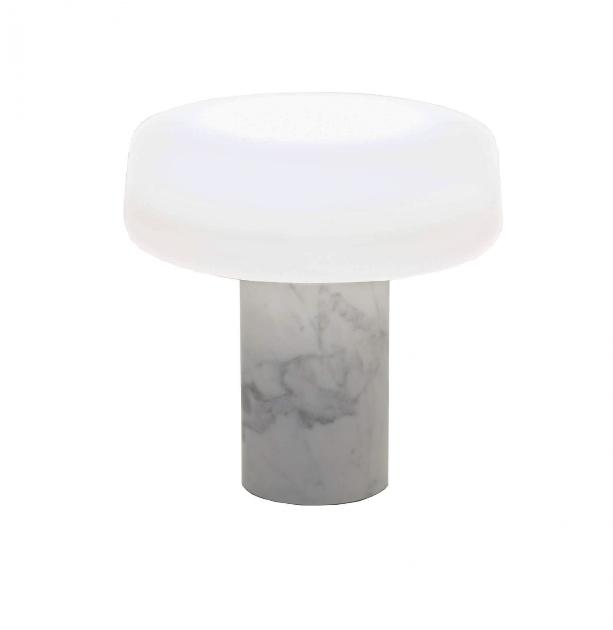 Solid bordlampe, hvid carrara marmor