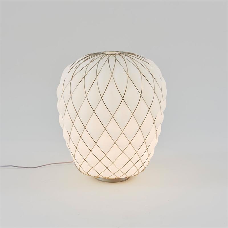Pinecone bordlampe, stor - ø50, hvid/guld